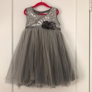 Girls Fancy Dress Size 6X/7 Silver and Frilly